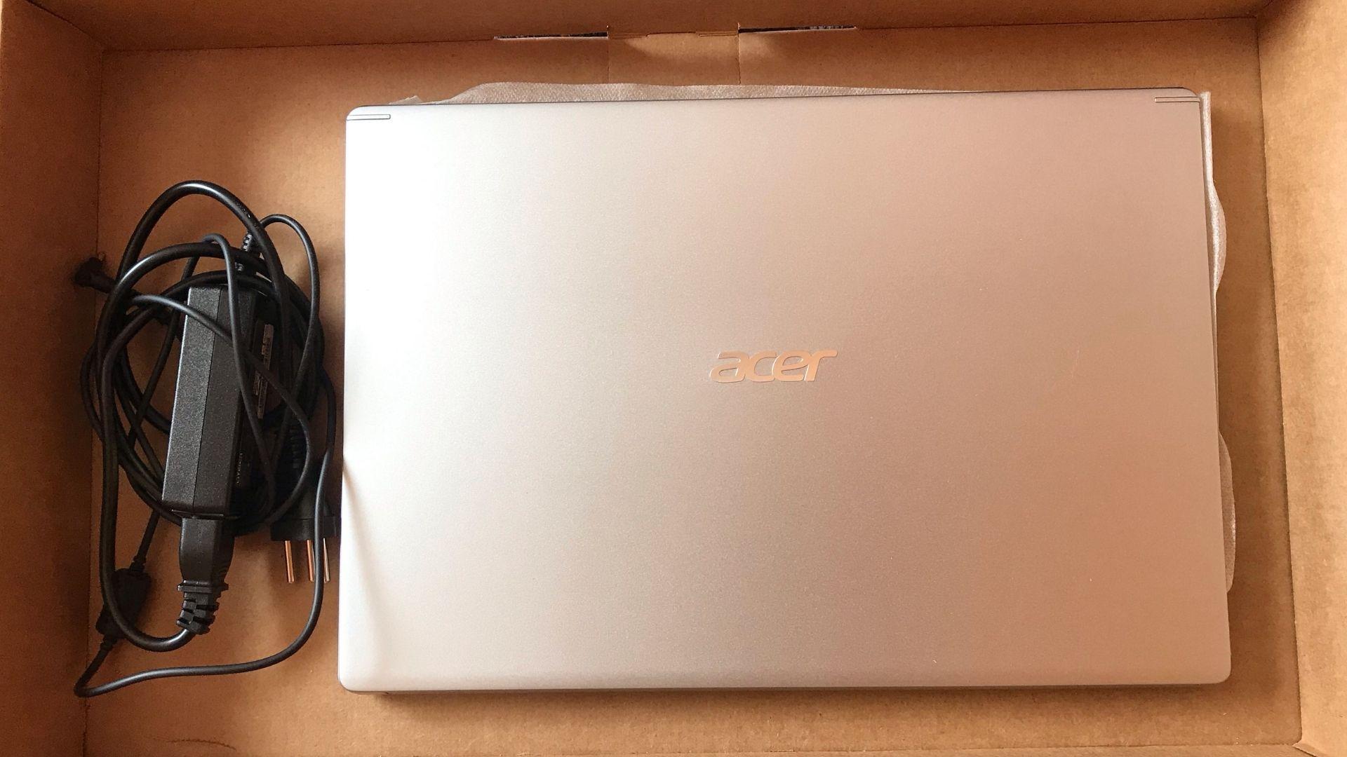 Acer Aspire 5, ainda na caixa: acabamento de alumínio é bem bonito (Foto: Guilherme Toscano)