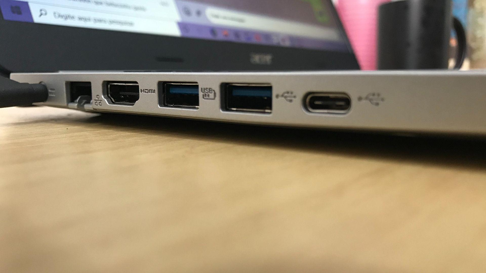 Na ordem da esquerda para a direita, as entradas do lado esquerdo do Acer Aspire 5: cabo de força, Ethernet, HDMI, duas USB 3.1 e uma USB tipo C (Foto: Guilherme Toscano)