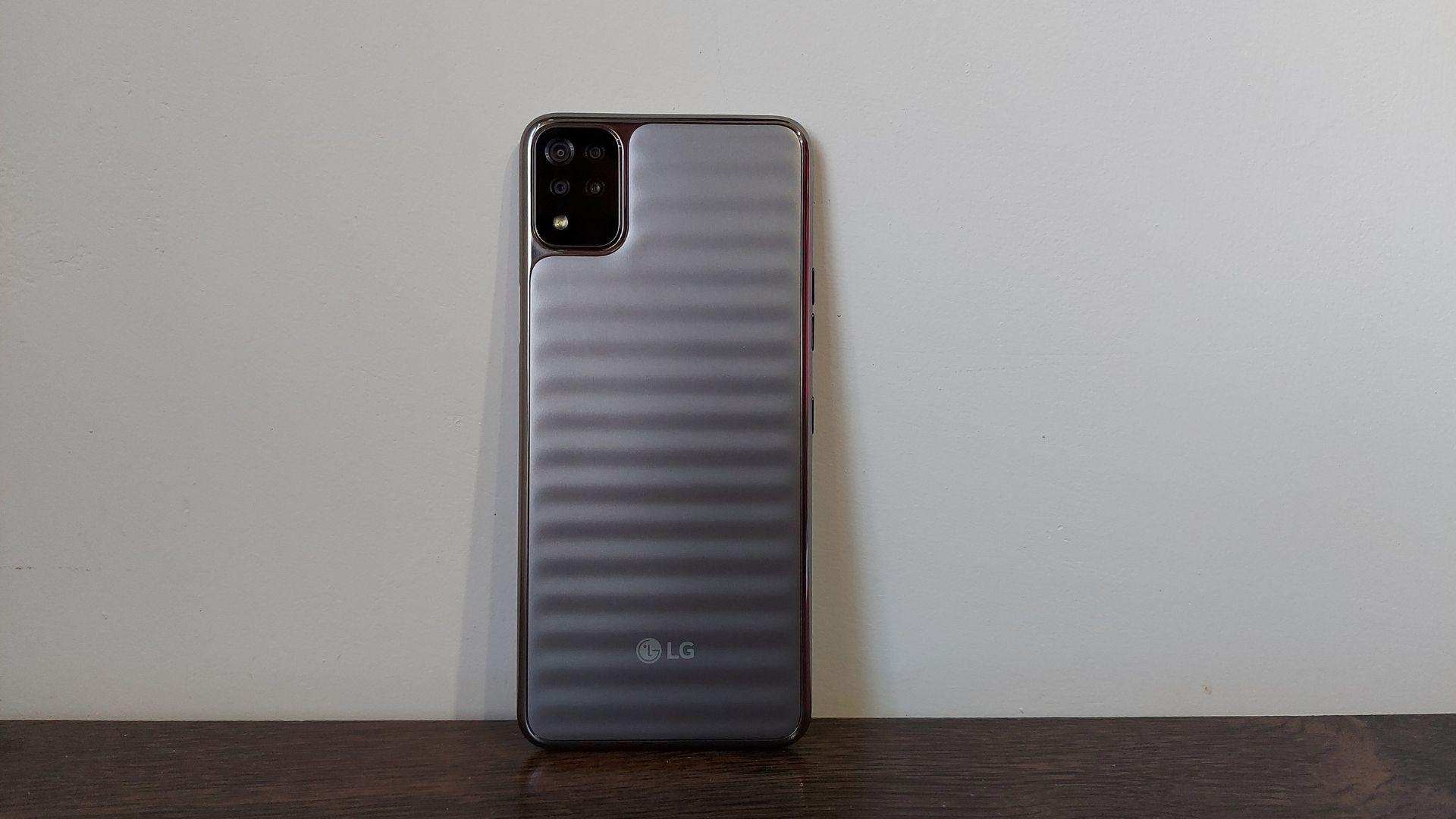 LG K52: design e bateria estão entre os pontos fortes do celular (Foto: Aline Batista/Zoom)