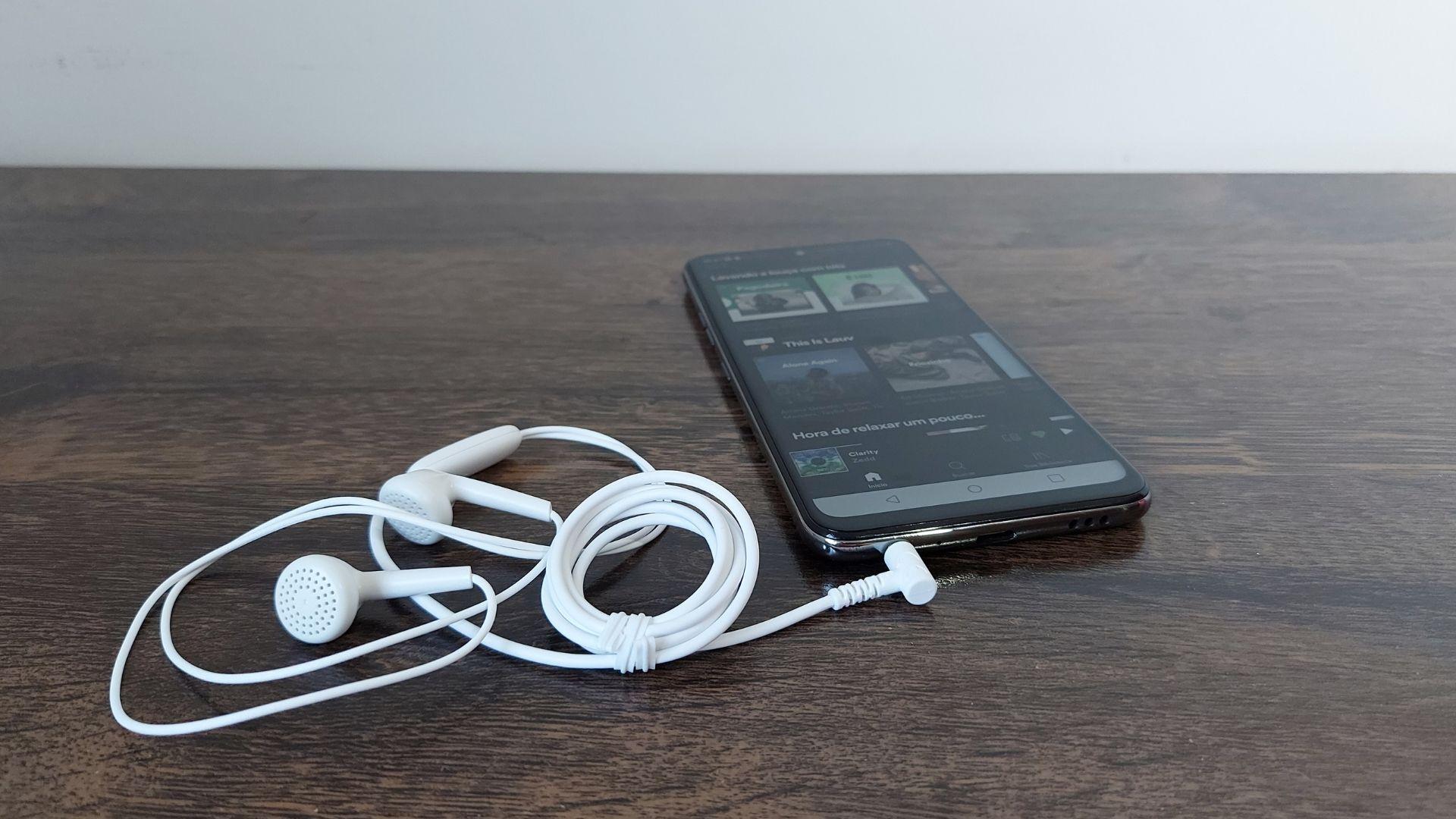 LG K52 tem recurso para áudio imersivo (Foto: Aline Batista/Zoom)