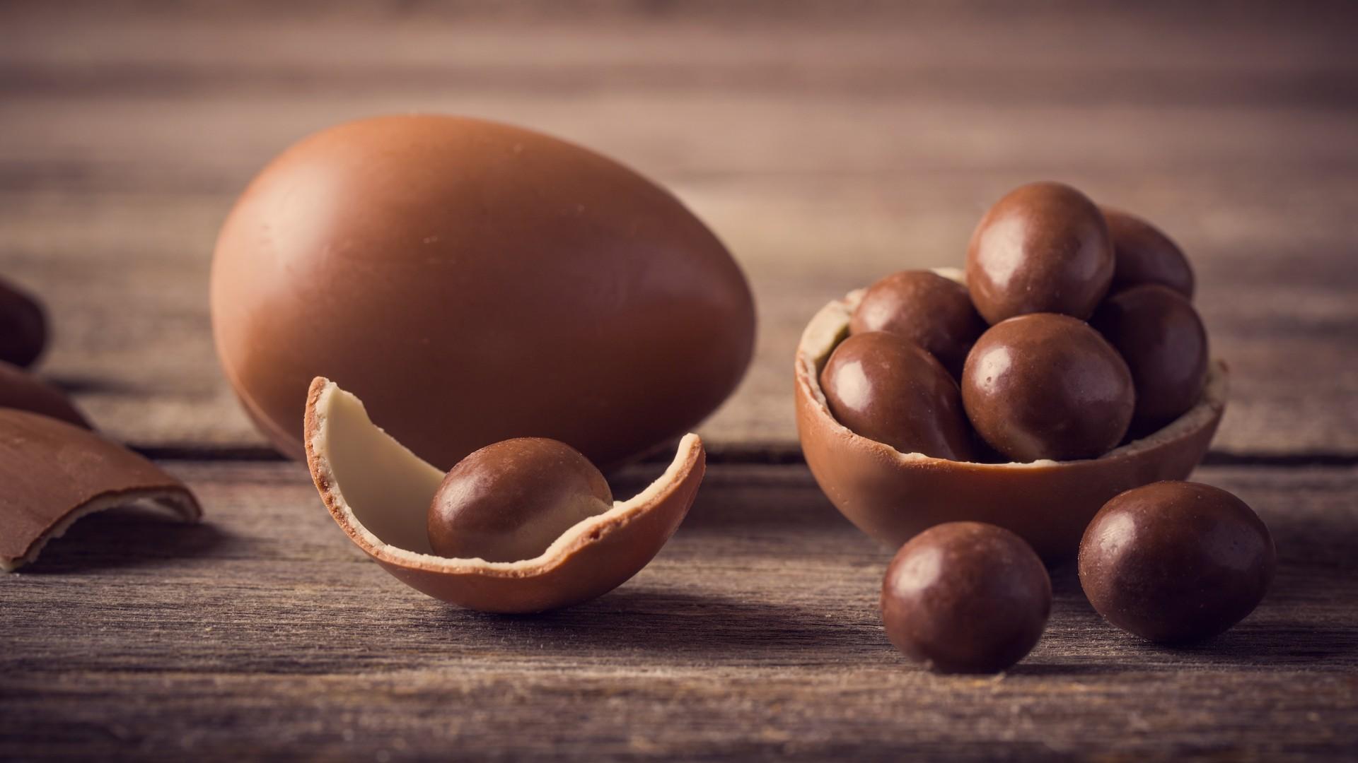 Saber como fazer ovo de páscoa pode te ajudar a economizar e a ganhar dinheiro nessa época (Foto: Shutterstock)