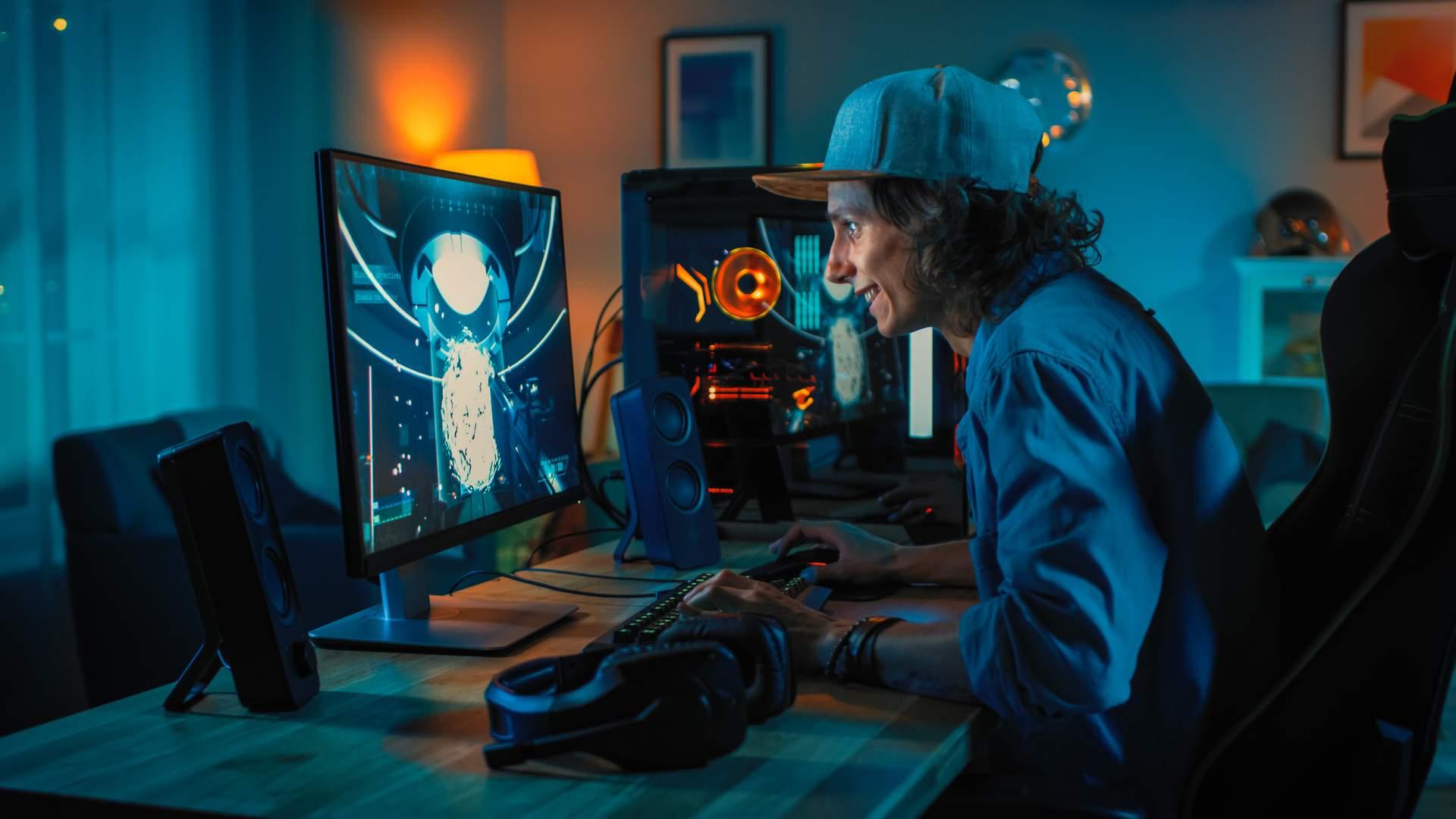 Um PC gamer que rode os jogos atuais exigirá uma placa-mãe robusta para conseguir ter as melhores peças (Fonte: Shutterstock/Gorodenkoff)