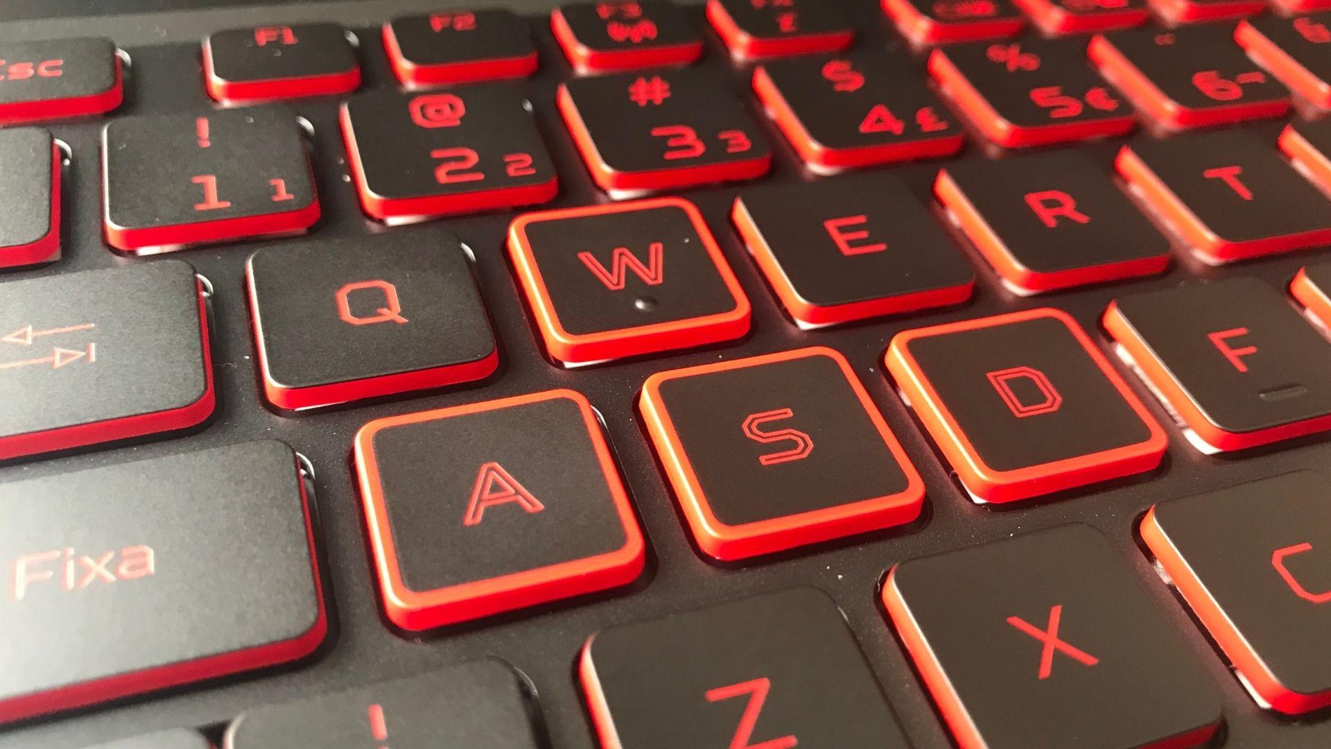 As teclas A, S, W e D têm detalhes reforçados em vermelho, já que são muito importantes para gamers (Foto: Guilherme Toscano)