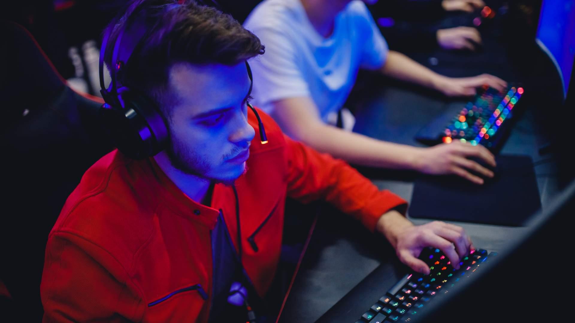 Jogos competitivos exigem muitos reflexos, concentração e precisão de seus jogadores (Fonte: Shutterstock/Parilov)