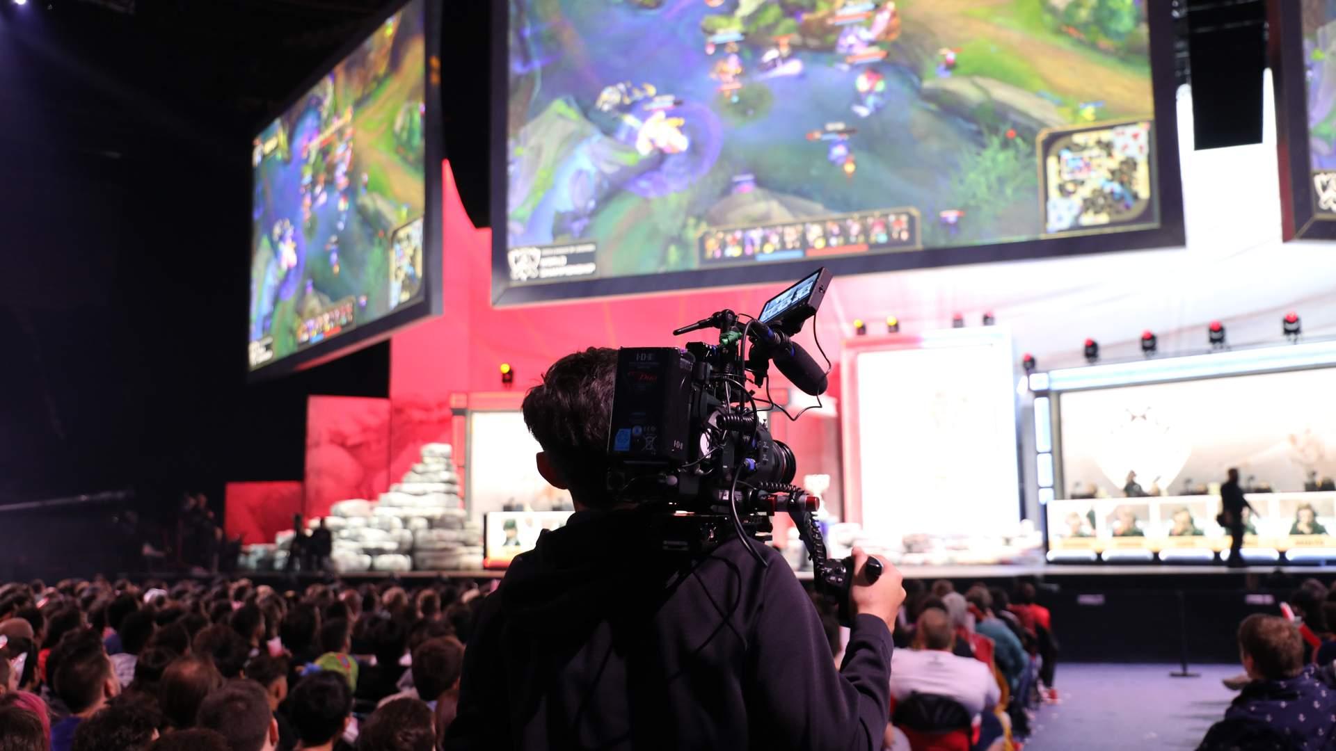 League of Legends teve impacto tão grande que seus campeonatos chegaram a aparecer na TV aberta (Fonte: Shutterstock/Turu23)