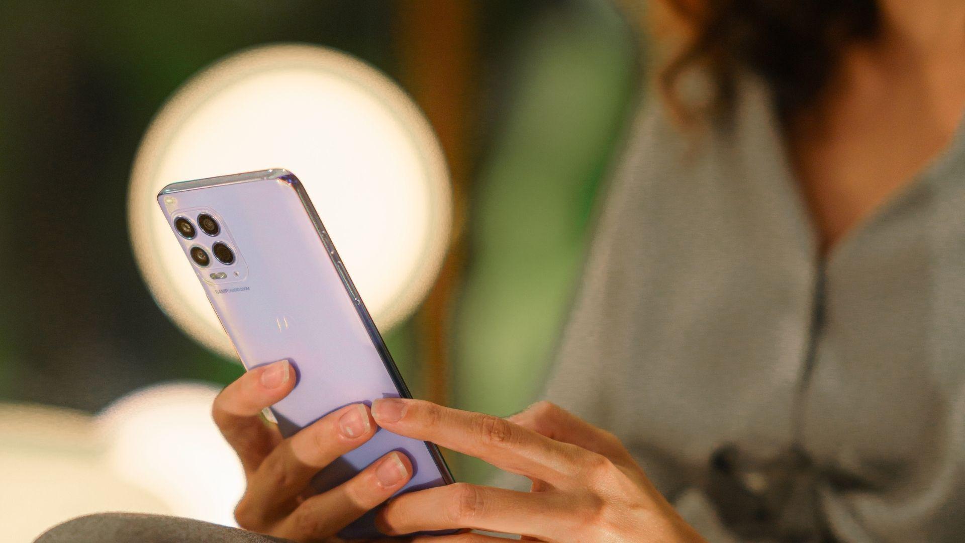 O Moto G100 tem processador potente com suporte às redes 5G. (Foto: Divulgação/Motorola)