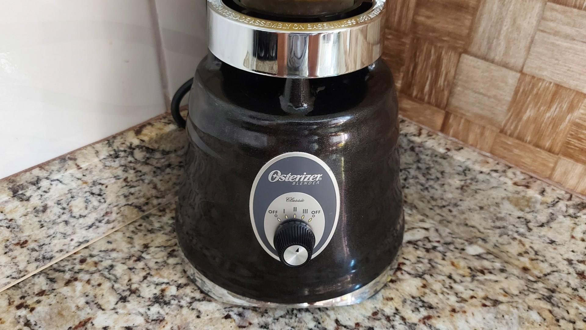 O botão seletor do Osterizer Clássico foge do comum para esse tipo de aparelho (Foto: Zoom)