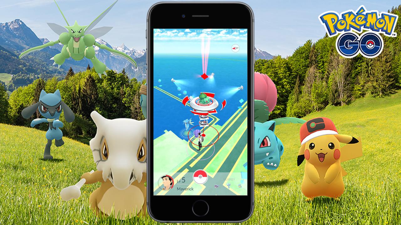 ilustração de Pokémon Go, mostrando um celular com tela do jogo no centro e os monstrinhos atrás em um campo verde