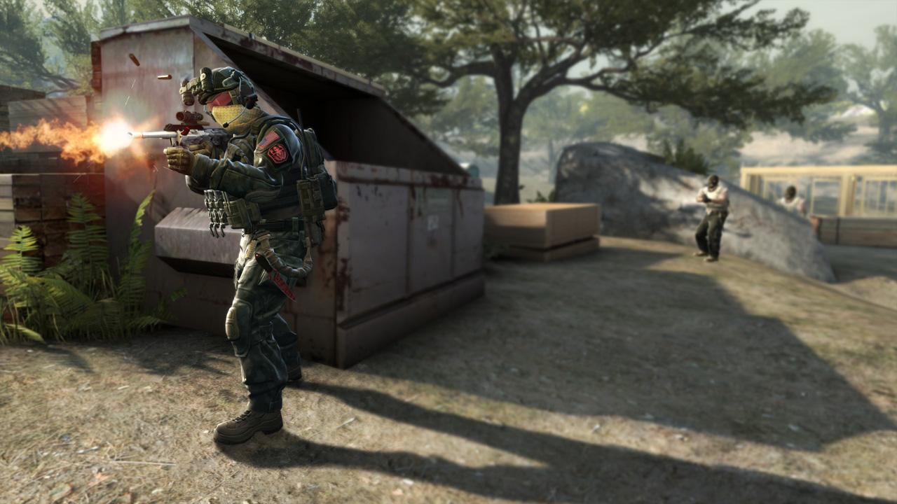 Ilustração de CS:GO, mostrando um militar atirando com um fuzil, com dois personagens atrás mirando nele