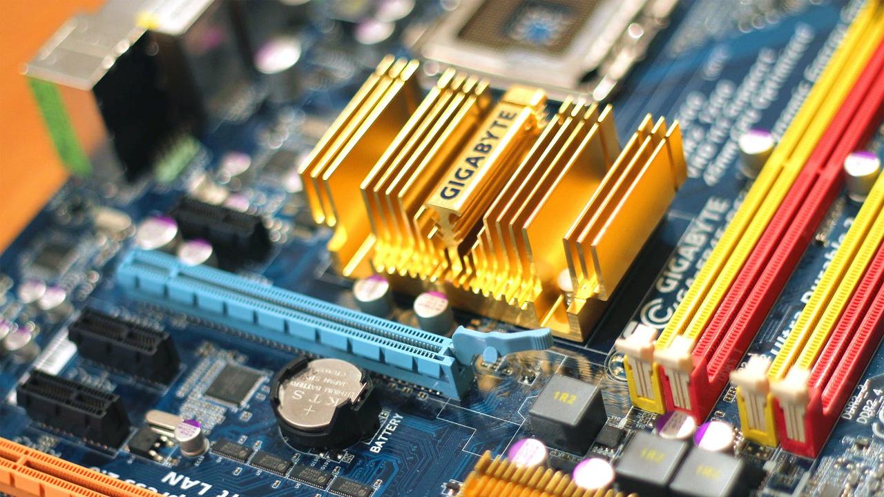 Descobrir qual o modelo de sua placa-mãe é essencial para saber se ela é compatível com novas peças como um processador mais potente (Reprodução: Jéshoots da Pexels)