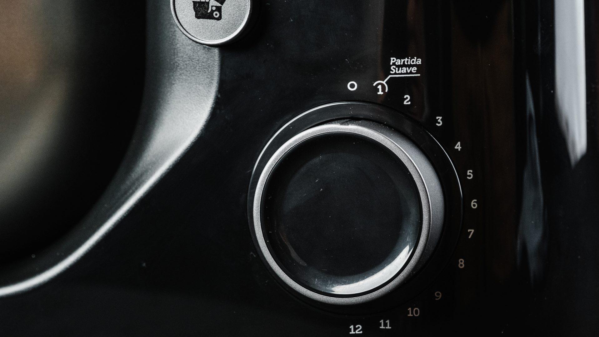 Botão seletor da Oster Bowl Inox (Foto: Zoom)