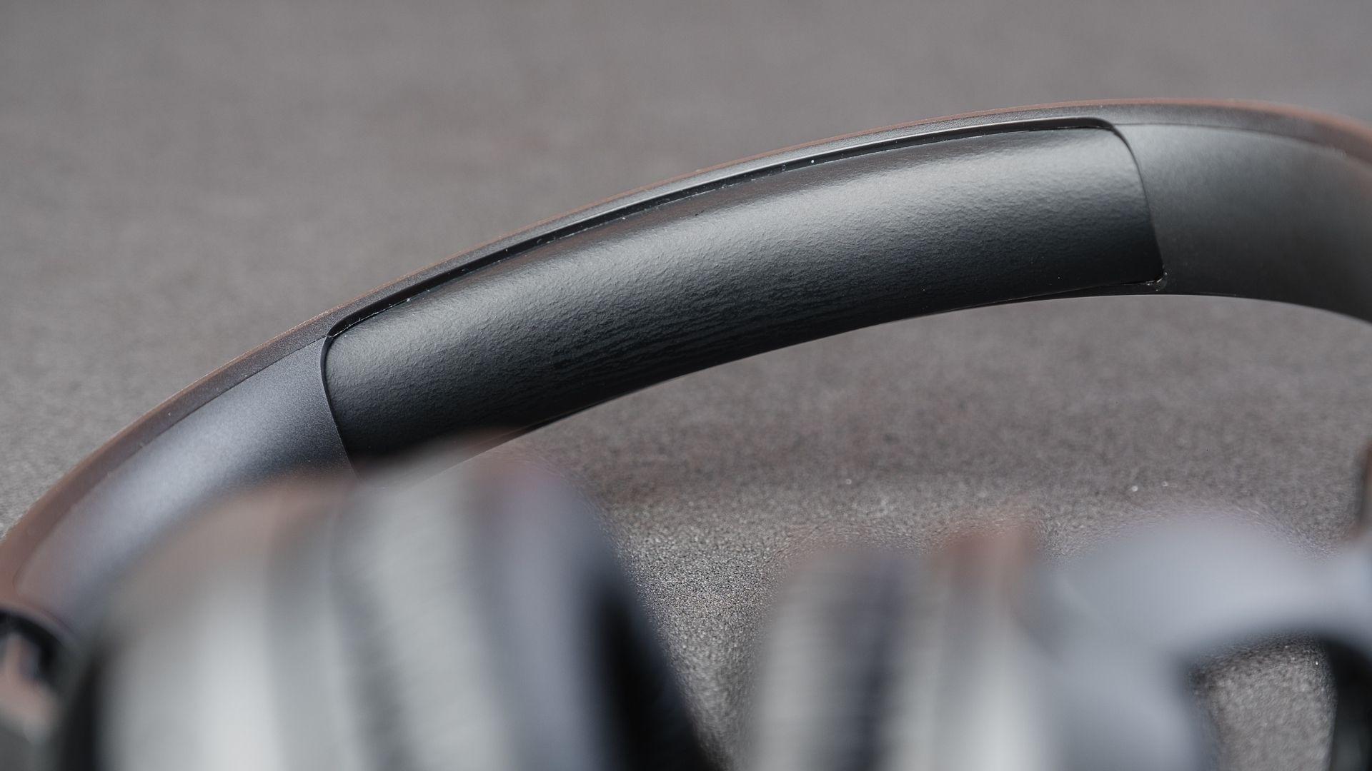 Detalhe do arco acolchoado do JBL Tune 500BT (Foto: Zoom)