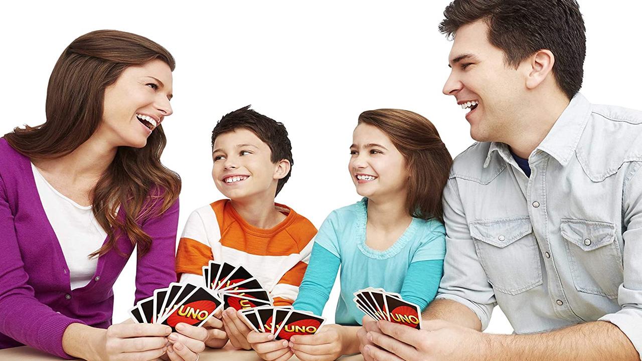 Aprenda as regras do Uno e como jogar com seus amigos nos diferentes modos do jogo (Reprodução: Amazon)