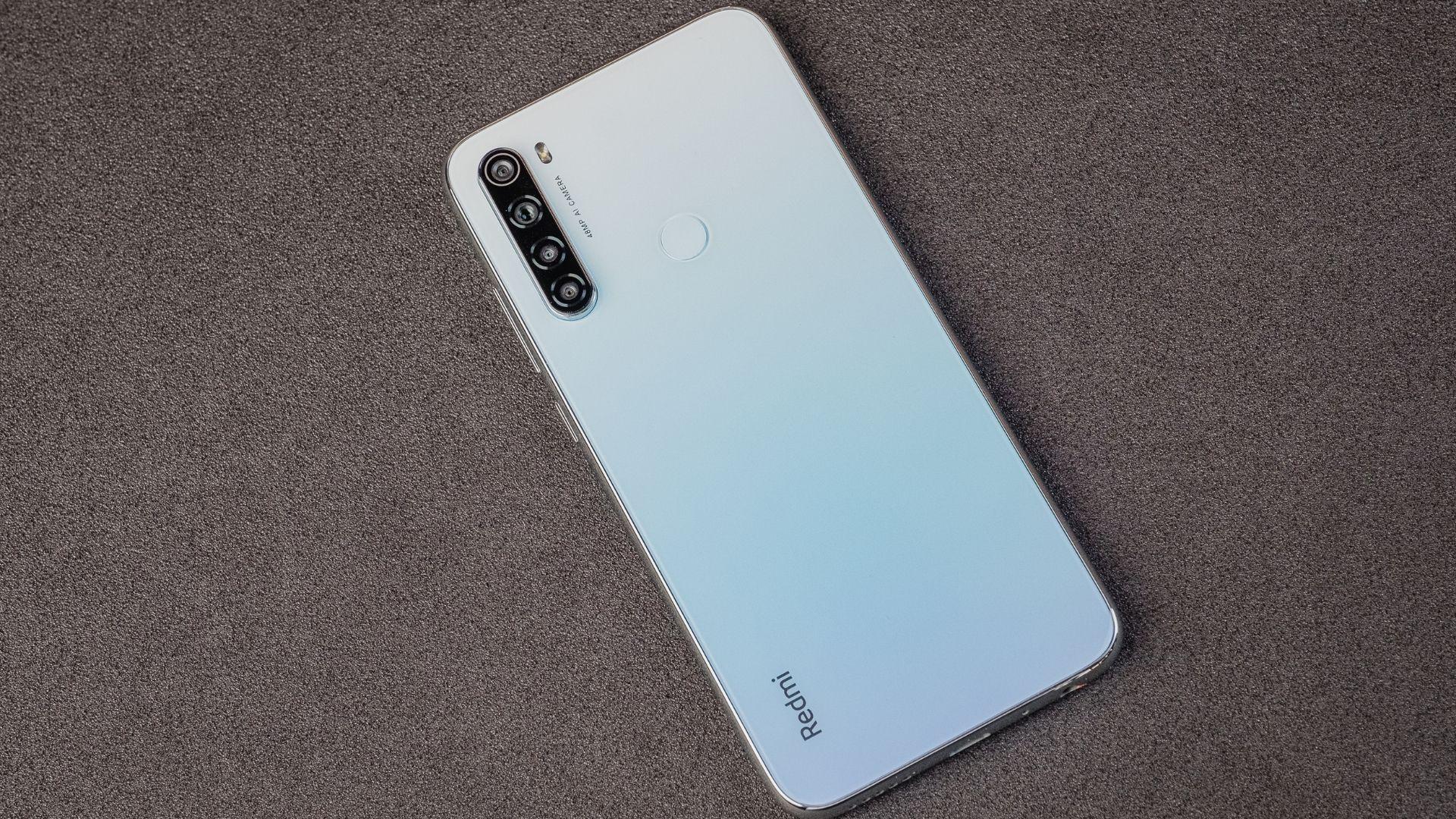 Redmi Note 8 na cor branca tem detalhes em degradê (Foto: Zoom)
