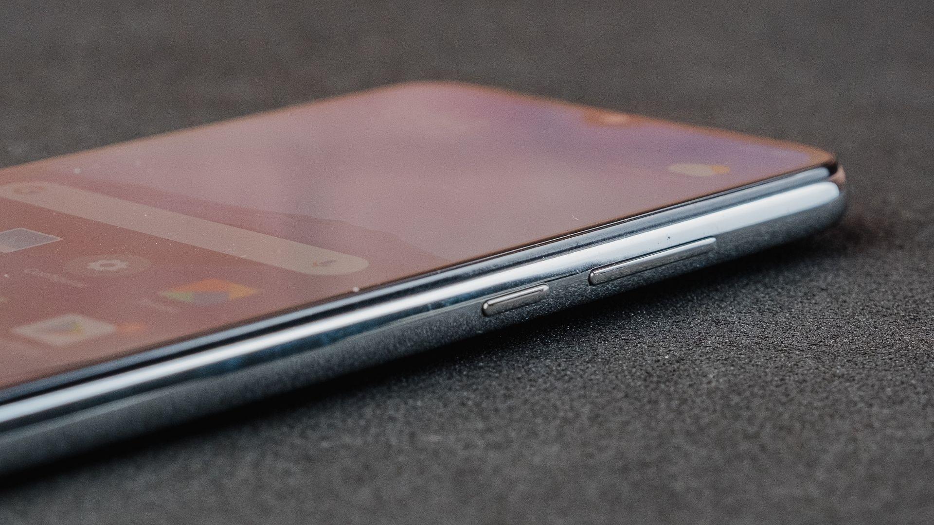Detalhe dos botões laterais do Redmi Note 8 (Foto: Zoom)