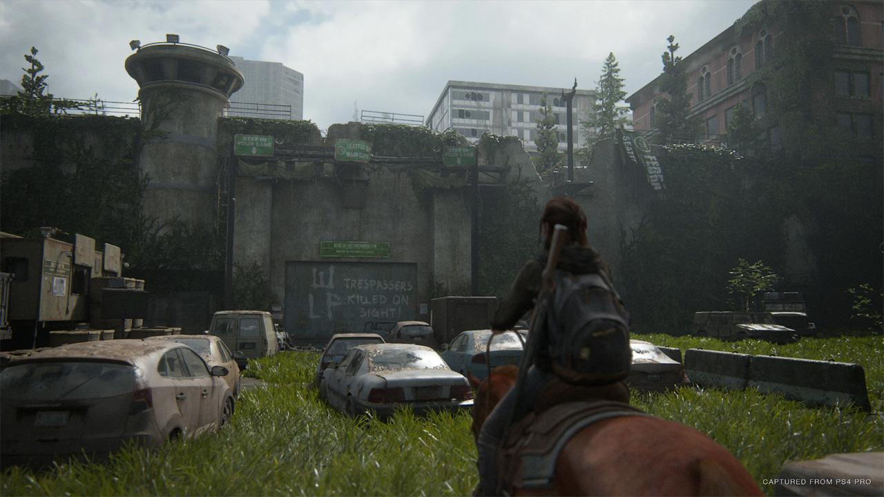 Em The Last of Us Part 2 jogadores seguem os passos de Ellie em uma jornada por vingança através de um mundo pós-apocalíptico (Reprodução: PlayStation Store)