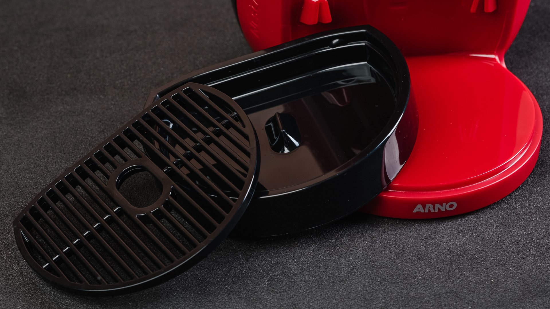A bandeja removível da Dolce Gusto Mini Me é desmontável e fácil de lavar (Foto: Reprodução/Zoom)