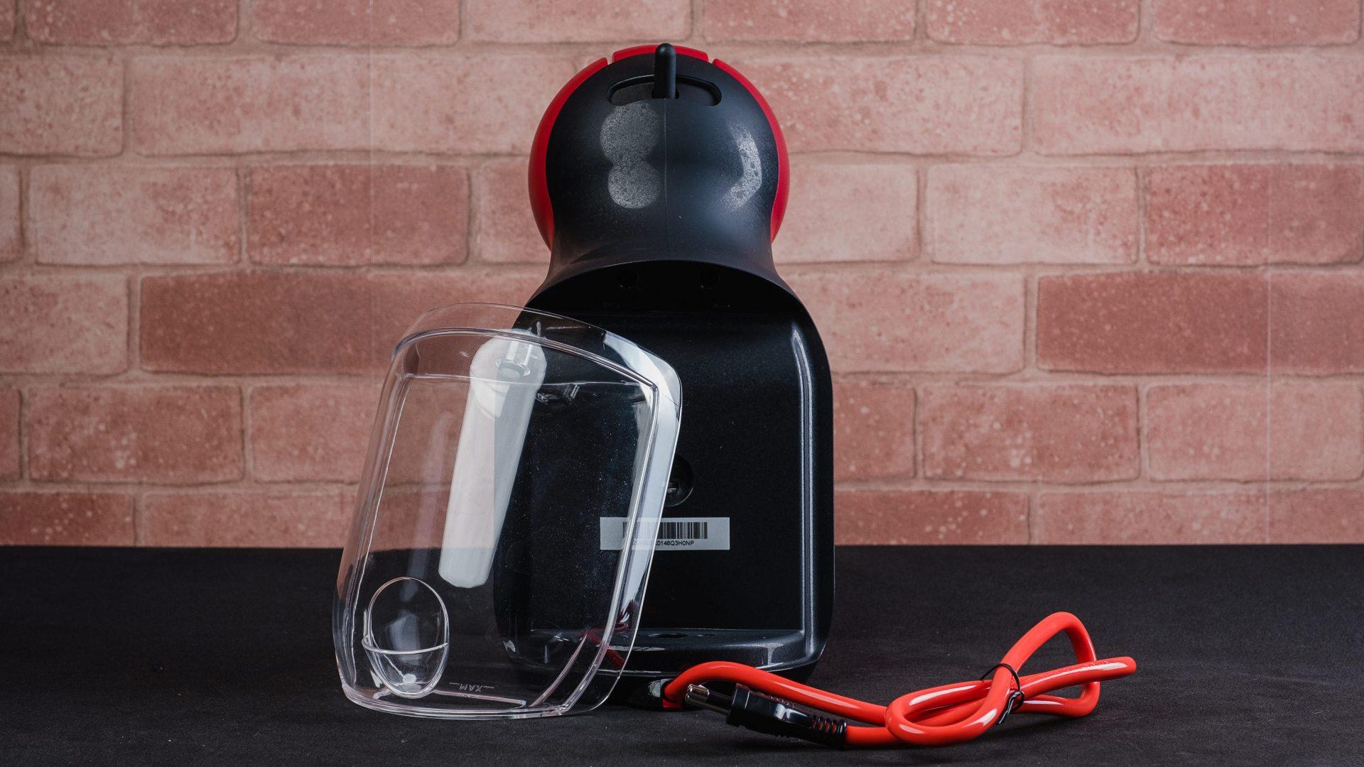 O reservatório da cafeteira Dolce Gusto Mini Me tem 800ml de capacidade (Foto: Reprodução/Zoom)
