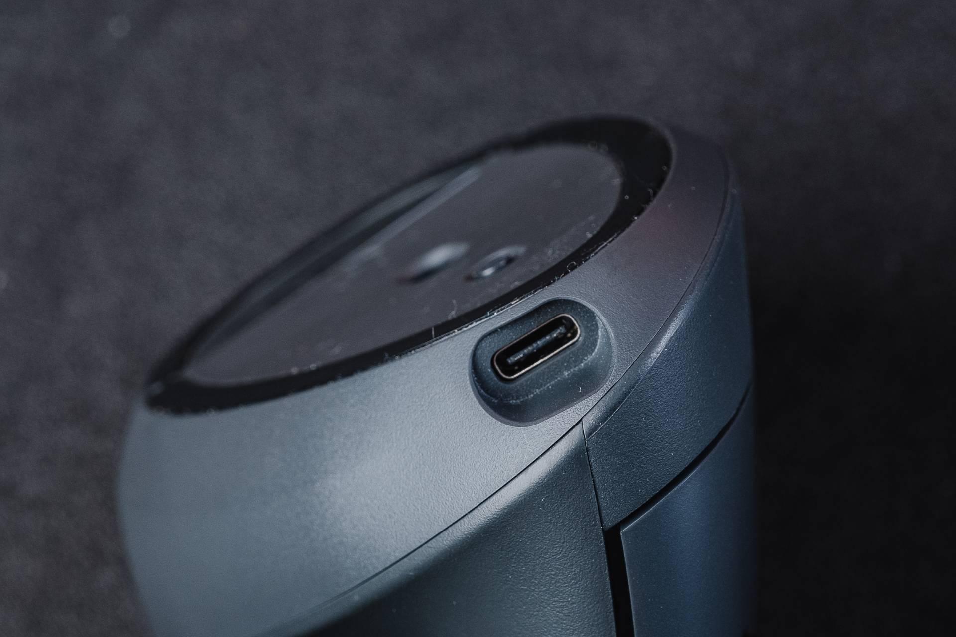 Você pode usar o mouse por fio USB, wireless com o receptor ou via Bluetooth (Foto: Zoom)