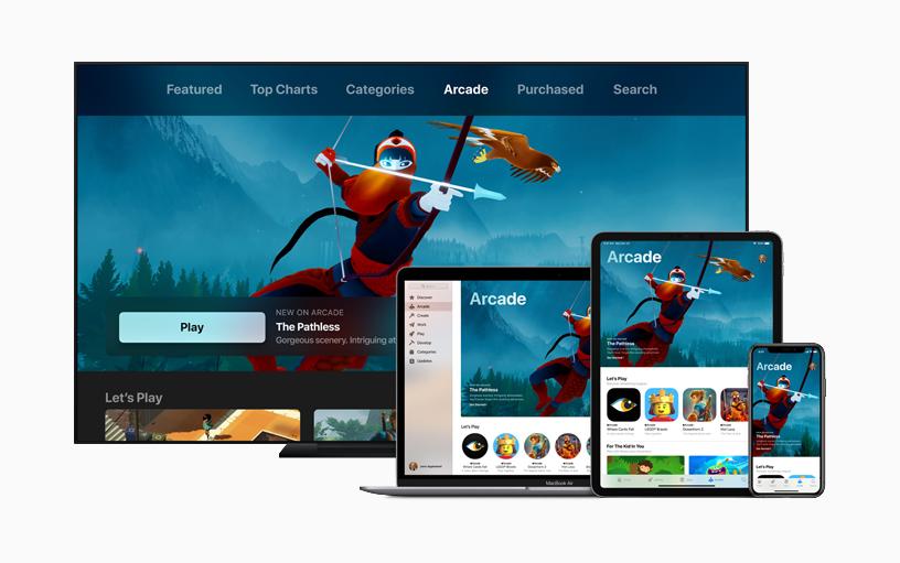 Vários dispositivos da Apple, como computador, notebook, tablet e iPhone, com jogo The Pathless na tela
