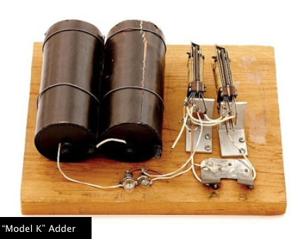 A lâmpada acesa acendia ou apagava informando os valores de verdadeiro ou falso (Fonte: Computer History Museum)