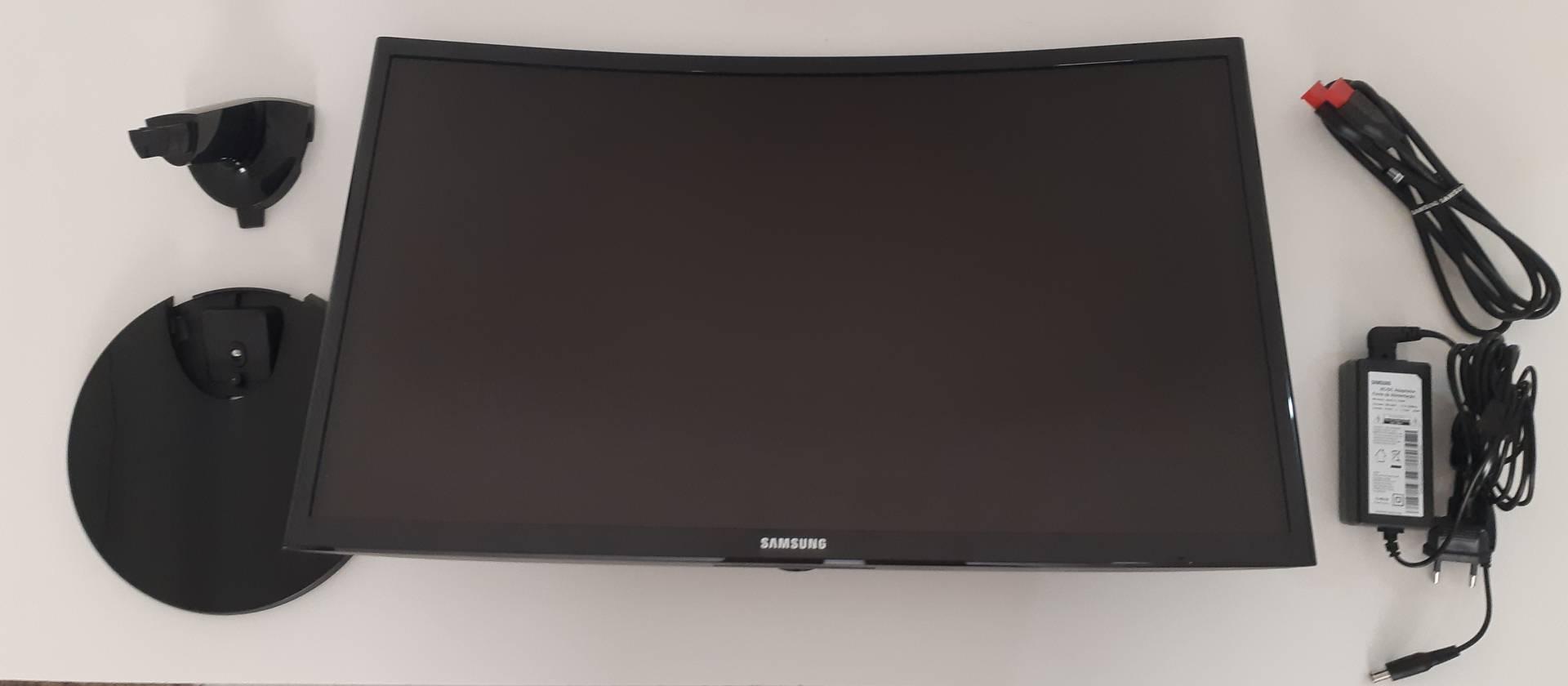 Tudo o que vem na caixa do monitor curvo Samsung CF390 (Foto: Filipe Salles)