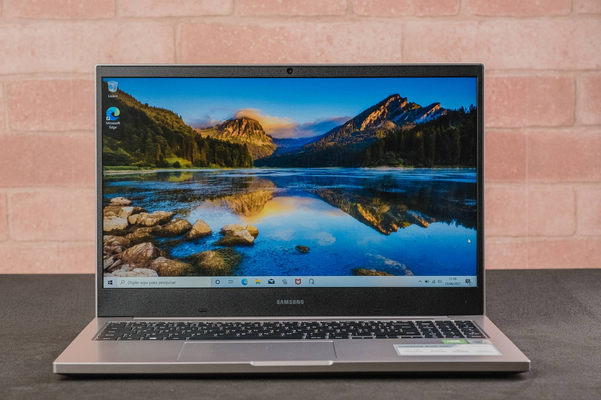 A tela do notebook decepciona por esperarmos resolução Full HD, normalmente presente em outros computadores da marca (Foto: Zoom)